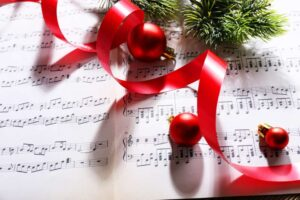 9 Easy Christmas Songs to Learn on the Piano