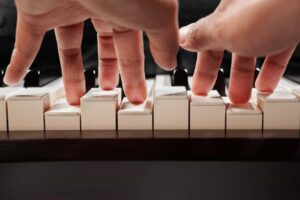 Every Beginner Piano Player Should Know These Five Finger Patterns