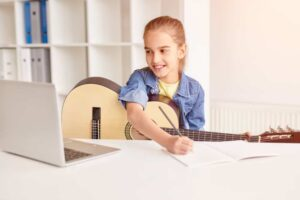 Can Kids Learn How to Play Guitar Online