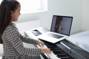 4 Benefits of Online Music Lessons