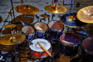 how to st up a drum set